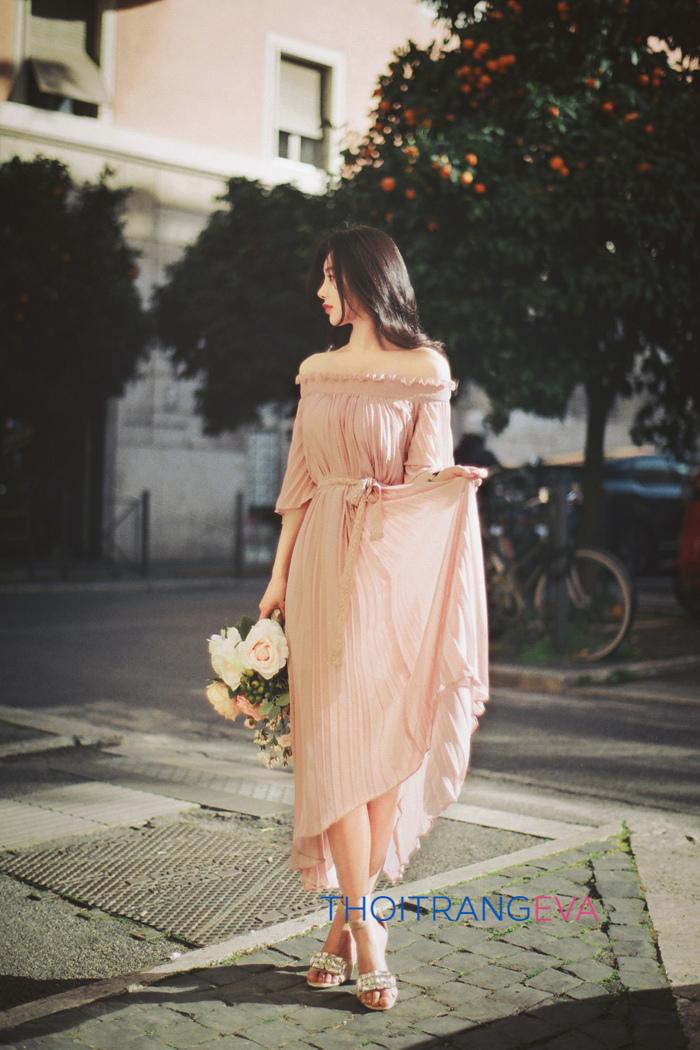 Và chăc hẳn bạn khó có thể cầm lòng trước bộ váy maxi quyến rũ như thế này
