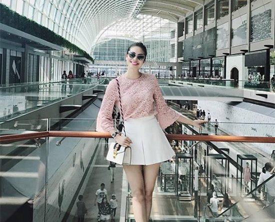 Hoa hậu Phạm Hương nữ tính với đầm xòe xếp li