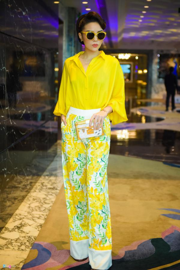 Hoa hậu Kỳ Duyên diện sắc vàng rực rỡ