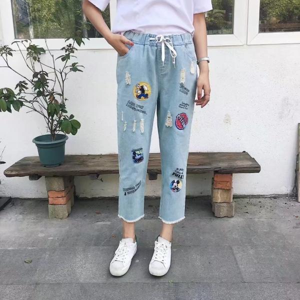 quần jeans thêu họa tiết