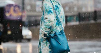 Tạo điểm nhấn bằng phụ kiện màu xanh ngọc lam