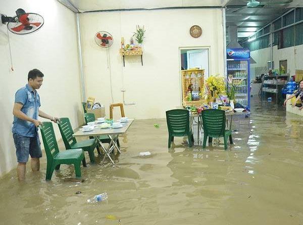 Nằm mơ thấy nước tràn vào nhà là điềm gì? Đánh lô đề con nào?