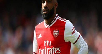 Tin chuyển nhượng 7/4: Lacazette xắp rời Arsenal gia nhập La Liga